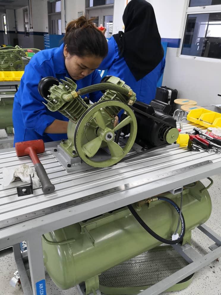 Portable Piston Type Compressor Service
